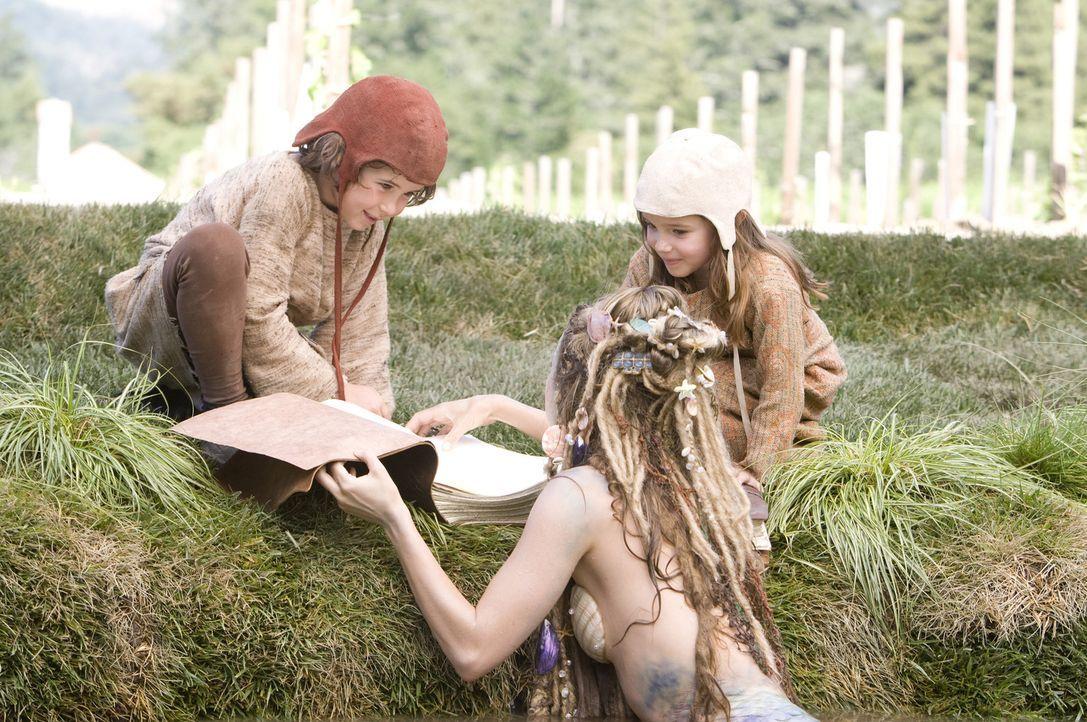 Auch die Kinder Bobbi (Laura Ann Kesling, r.) und Patrick (Jonathan Morgan Heit, l.) finden sich in den Geschichten von Onkel Skeeter wieder. Außer... - Bildquelle: Disney