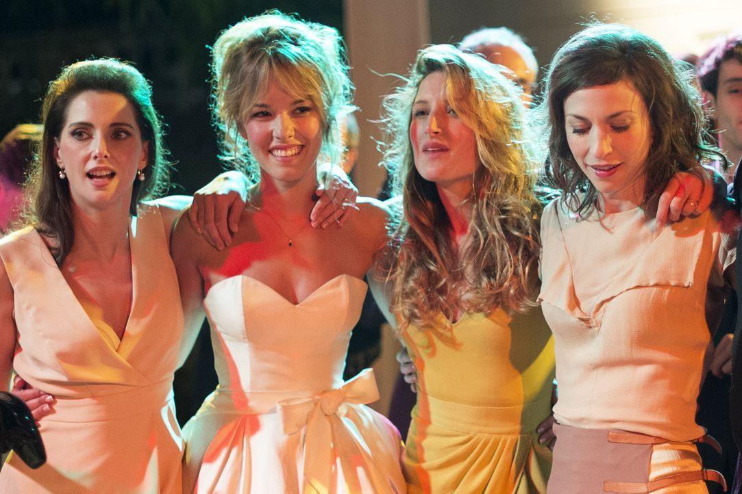 Isabelle (Frédérique Bel, l.), Laure (Élodie Fontan, 2.v.l.), Odile (Julia Piaton, 2.v.r.) und Ségolène (Emilie Caen, r.) haben sich alle Ehemänner... - Bildquelle: 2014 - Neue Visionen Filmverleih GmbH