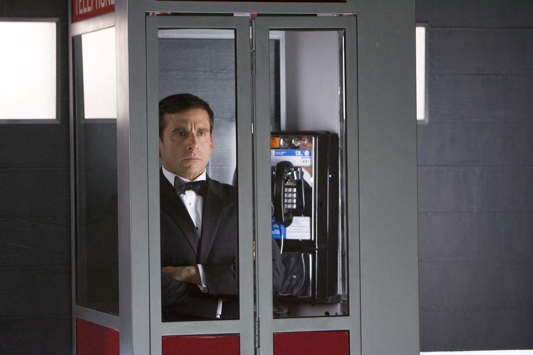 Maxwell Smart (Steve Carell) ist Agent 86 bei CONTROL, einer Behörde, die organisierte Kriminalität und insbesondere die Machenschaften der Verbre... - Bildquelle: Warner Brothers
