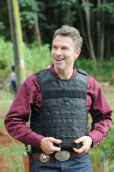 Als das Team einen neuen Mordfall untersucht, führt die Spur zu einem Texas Ranger (Tim Daly), der nach Hawaii kam, um dort nach seiner Tochter zu... - Bildquelle: 2013 CBS BROADCASTING INC. All Rights Reserved.