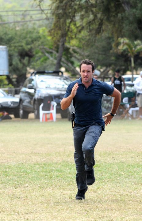 Ein Wettlauf mit der Zeit: Steve (Alex O'Loughlin) ... - Bildquelle: 2012 CBS Broadcasting, Inc. All Rights Reserved.