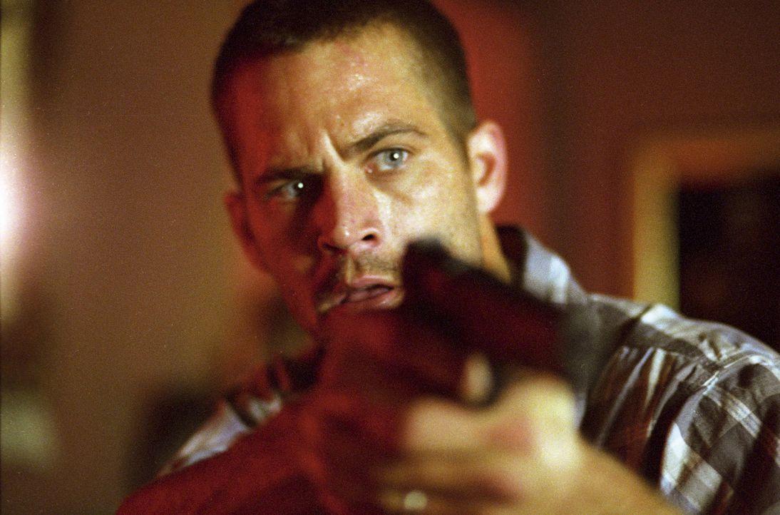 Im Visier von regulären Cops und korrupten Cops, einem verwöhnten Mafiazögling und einem eiskalten russischen Untergrundzaren: Joey (Paul Walker) ..... - Bildquelle: Licensed by E.M.S. New Media AG