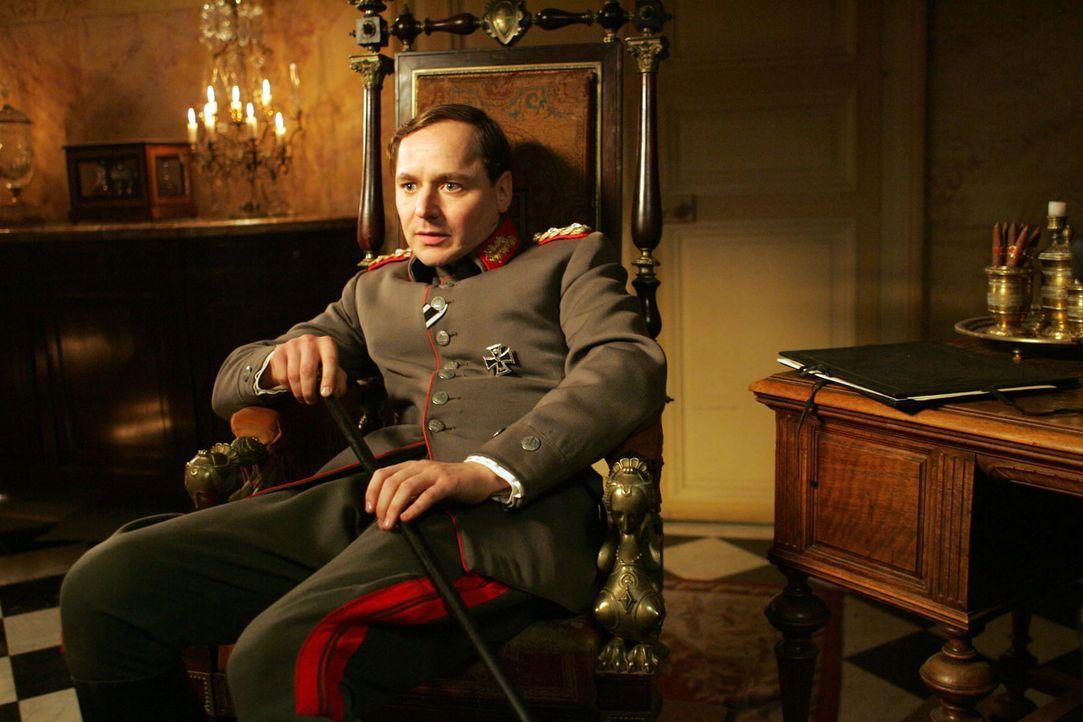 Menschenleben haben für den arroganten Kronprinzen (Thomas Schmauser) keine Bedeutung. Für ihn zählt allein der militärische Erfolg ... - Bildquelle: Lolafilms S.A.