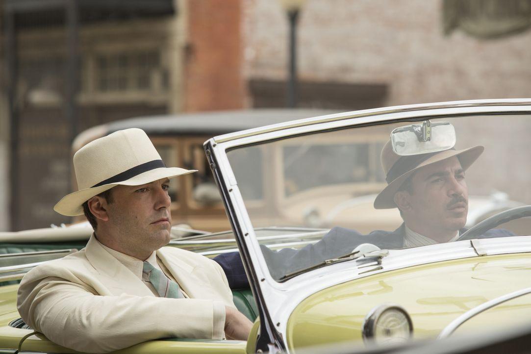 Joe Coughlin (Ben Affleck, l.); Dion Bartolo (Chris Messina, r.) - Bildquelle: 2016 Warner Bros. Entertainment Inc. and Ratpac-Dune Entertainment LLC. All rights reserved.