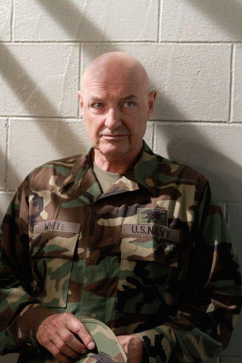 Will Danny, Chin, Kono und Jenna Kaye dabei helfen, Steves Unschuld zu beweisen: Commander Joe White (Terry O'Quinn) ... - Bildquelle: TM &   CBS Studios Inc. All Rights Reserved.