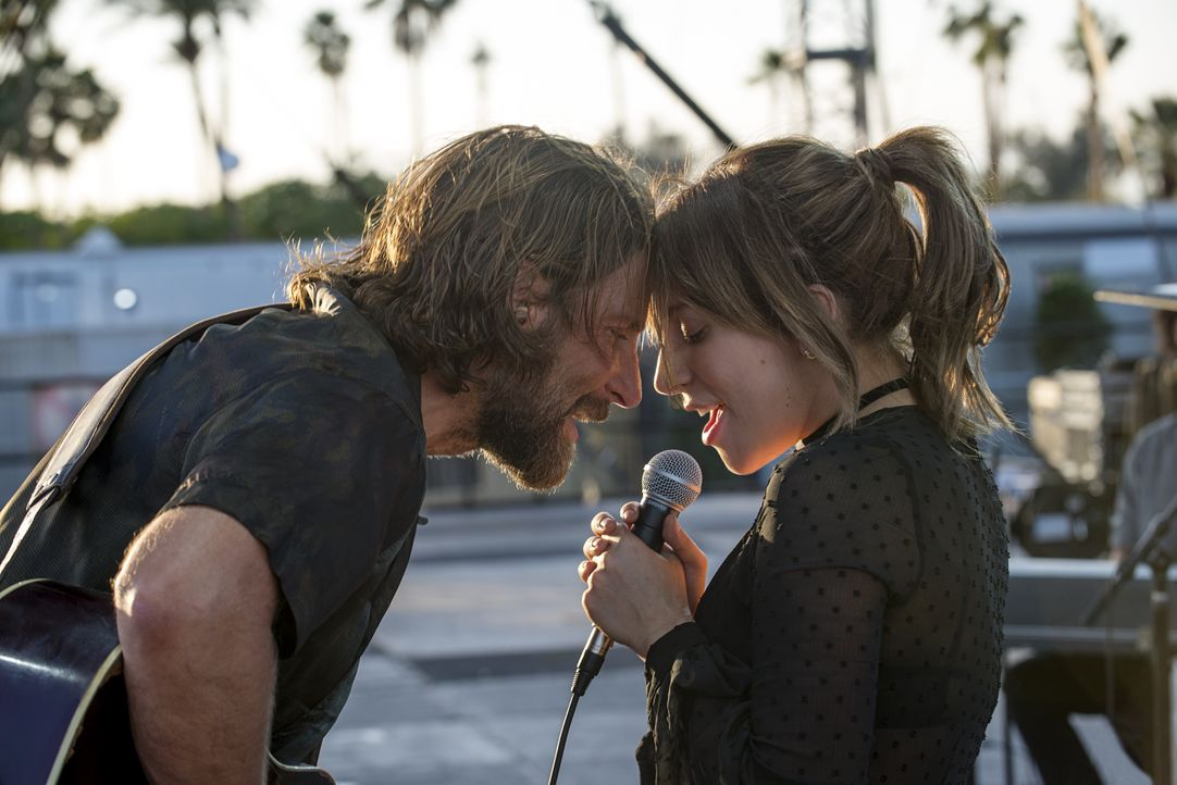 Jack (Bradley Cooper, l.); Ally (Lady Gaga, r.) - Bildquelle: Neal Preston 2017 Warner Bros. Entertainment Inc. / Neal Preston