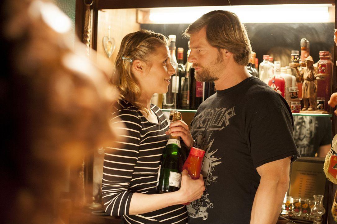 Haben Mick (Henning Baum, l.) und Steffi (Franziska Weisz, r.) eine Chance auf eine gemeinsame Zukunft? - Bildquelle: Martin Rottenkolber SAT.1