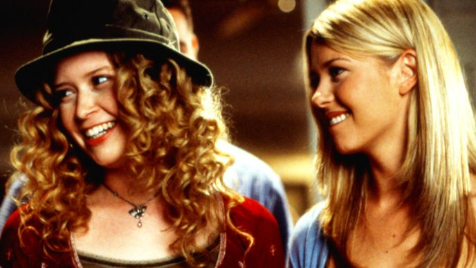 Jessica (Natasha Lyonne, l.); Victoria 'Vicky' Lathum (Tara Reid, r.) - Bildquelle: 1999 Universal Studios All Rights Reserved.