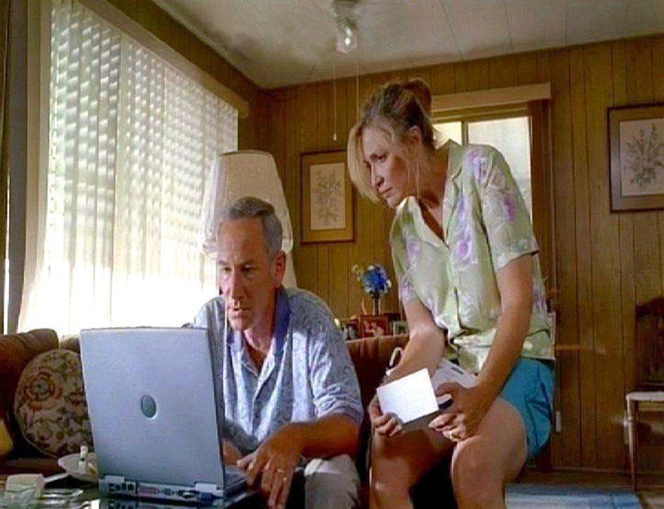Die Familien der Opfer bekommen per Post DVD's von den Serienkiller zugeschickt ... - Bildquelle: Touchstone Television