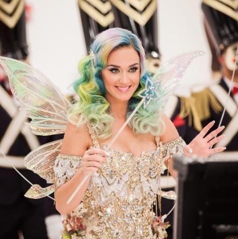 Bild: InstagramDieses wunderschöne Engelskleid versteigerte Katy zum wohltät...