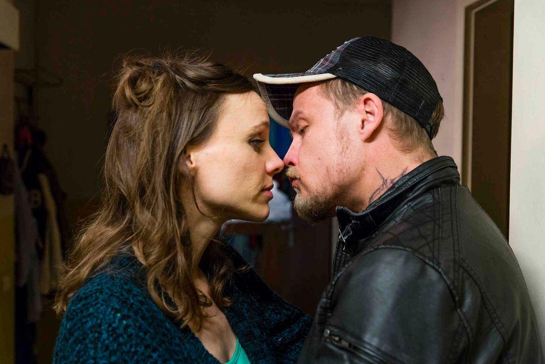 Wie geht es mit Bea (Nadja Becker, l.) und Dustin (Matthias Koeberlin, r.) weiter? - Bildquelle: Frank Dicks SAT.1
