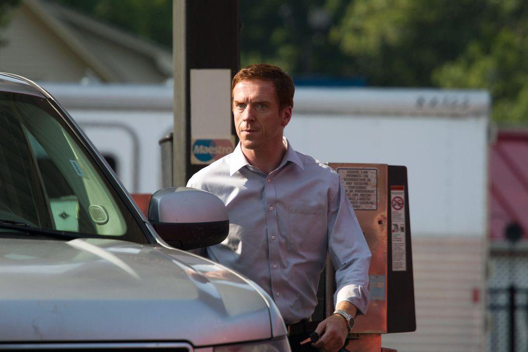 Brody (Damian Lewis) steht vor einem Problem , er soll seiner Frau zuliebe, eine Rede vor Kriegsveteranen halten, während Abu Nazirs Kontaktfrau Ro... - Bildquelle: 20th Century Fox International Television