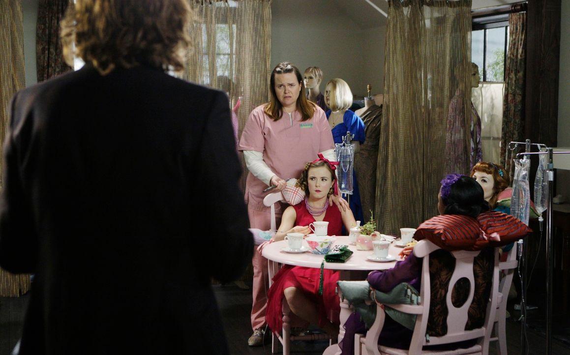 Reid (Matthey Gray Gubler, l.) kommt gerade noch rechtzeitig, um die drei entführte Frauen aus Samanthas (Jennifer Hasty, hinten) Haus zu befreien u... - Bildquelle: Touchstone Television