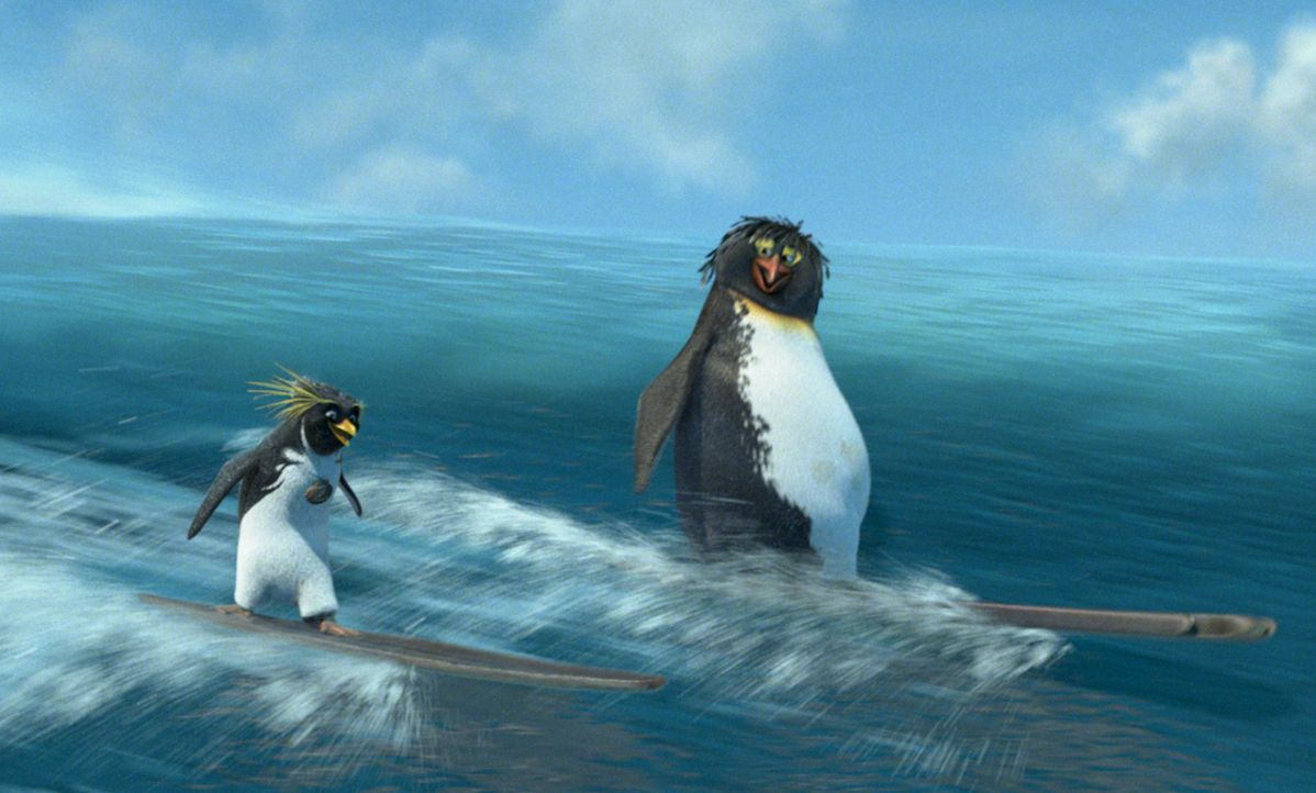 Seit dem Besuch der Surferlegende Big Z. (r.), ist Cody (l.) ein begeisterter Surfer. Mit einem Brett aus Eis wagt er sich auf die stärksten Wellen... - Bildquelle: 2007 Sony Pictures Animation Inc. All Rights Reserved.