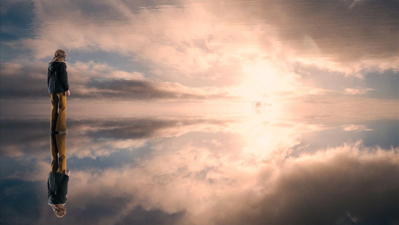 Noch ist Suzie (Saoirse Ronan) unterwegs in den richtigen Himmel, denn sie kann ihr Erdenleben noch nicht loslassen, weil sie will, dass ihr Mörder... - Bildquelle: 2009 DW Studios L.L.C. All Rights Reserved.