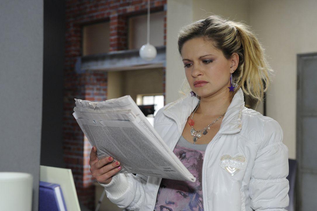 Mia (Josephine Schmidt) versichert, kein Problem mit dem Putzjob bei Alexander zu haben ... - Bildquelle: SAT.1