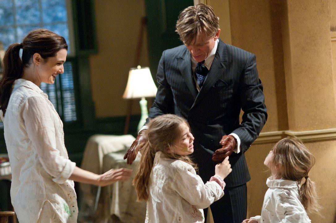 Im neuen Haus von Familie Atenton ereignen sich unerklärliche Dinge. Libby (Rachel Weisz, l.), Trish (Taylor Geare, M.), Dee Dee (Claire Geare, r.)... - Bildquelle: 2011 Universal Studios