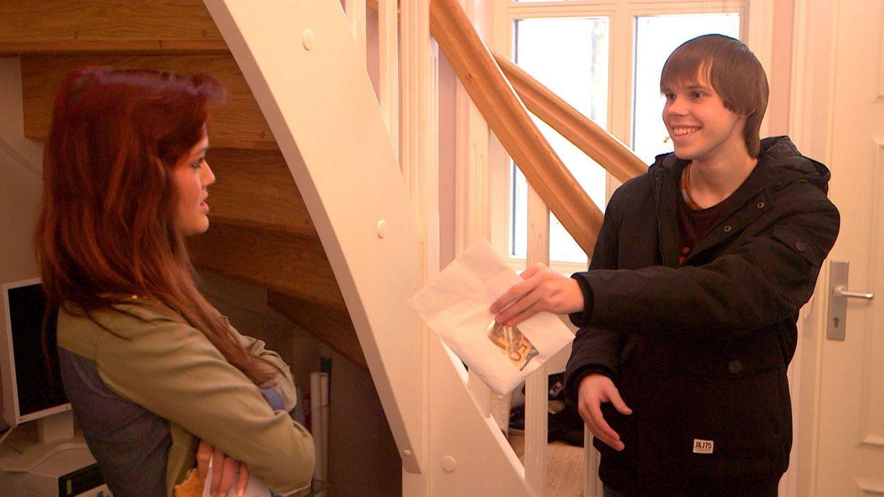 Ronny (r.) glaubt, Michelle (l.) als Freundin gewonnen zu haben. Aber er erhofft sich weitaus mehr als Michelle ... - Bildquelle: SAT.1