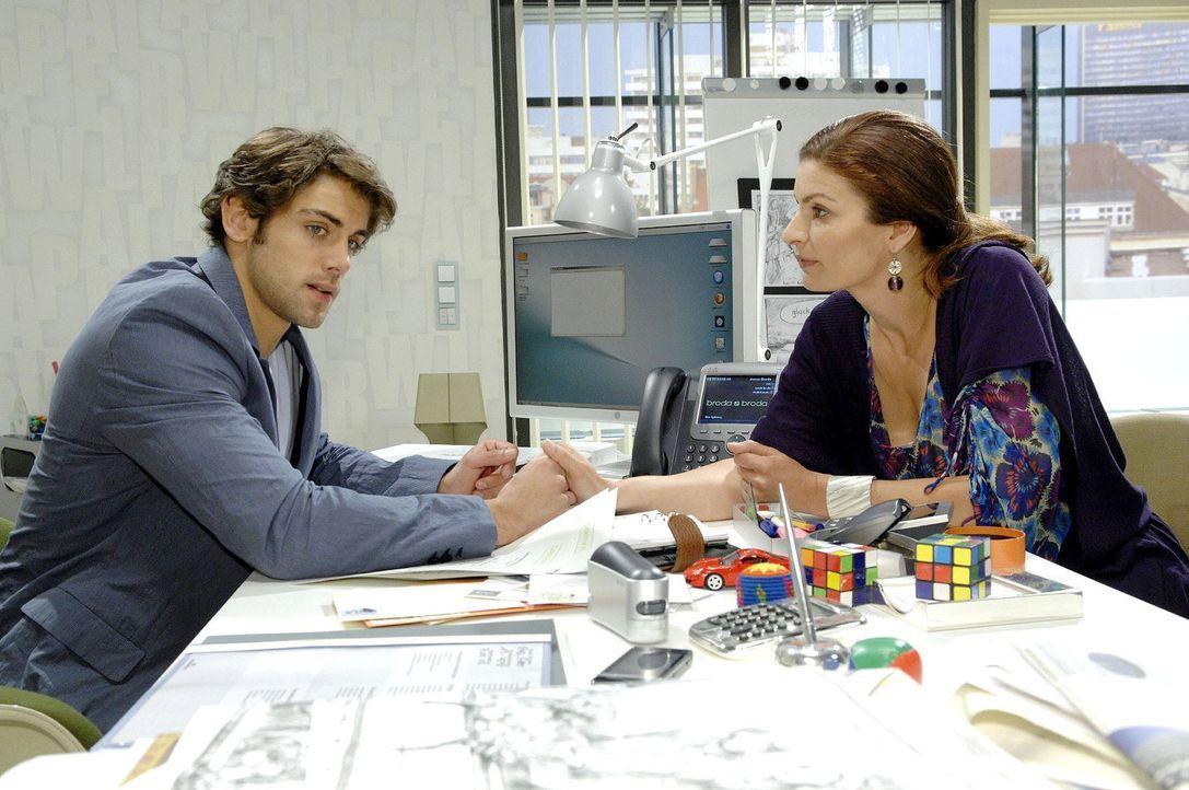 Jonas steckt in einem Konflikt: Wenn er den großen Auftrag für Broda & Broda retten will, muss er Anna zurück in die Agentur holen...<br>v.l.n.r.... - Bildquelle: Sat.1