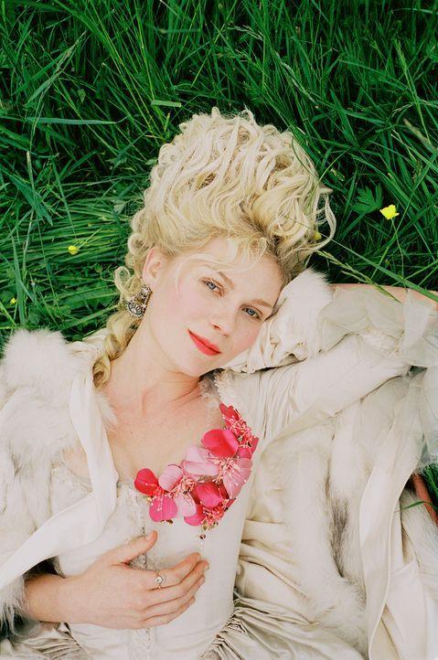 Im zarten Alter von 14 Jahren ist für die behütete Marie Antoinette (Kirsten Dunst) die Kindheit vorbei. Aus politischem Kalkül muss sie die geli... - Bildquelle: 2006 I Want Candy, LLC. All Rights Reserved.