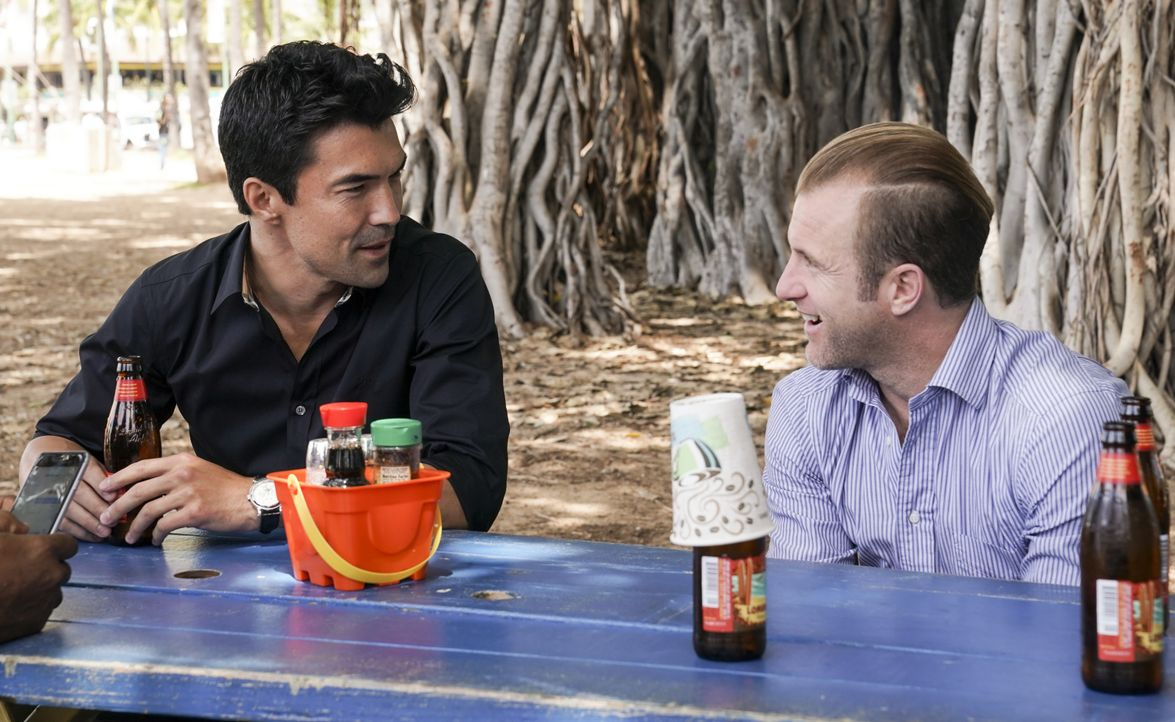 Adam Noshimuri (Ian Anthony Dale, l.); Danny Williams (Scott Caan, r.) - Bildquelle: Karen Neal 2019 CBS Broadcasting, Inc. All Rights Reserved / Karen Neal