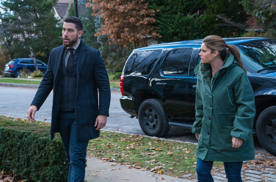 Special Agent Omar Adom 'OA' Zidan (Zeeko Zaki, l.); Special Agent Maggie Bell (Missy Peregrym, r.) - Bildquelle: Mark Schafer 2019 CBS Broadcasting, Inc. All Rights Reserved. / Mark Schafer
