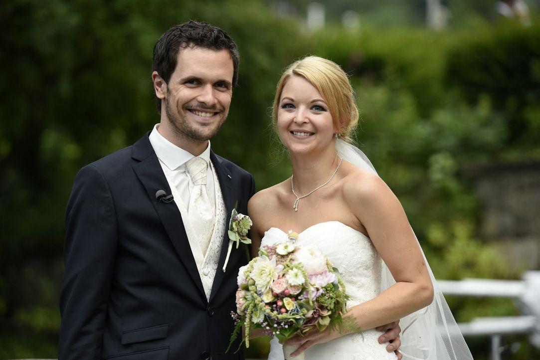 """Hochzeit auf den ersten, Liebe auf den zweiten Blick? SAT.1 besucht die ehemaligen Kandidaten Ramona (r.) und Stephan (l.) in """"Hochzeit auf den erst... - Bildquelle: Christoph Assmann SAT.1"""