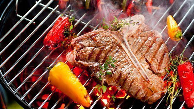 2015_07_21_Grillen_T-Bone-Steak grillen_Bild 2_fotolia_karepa