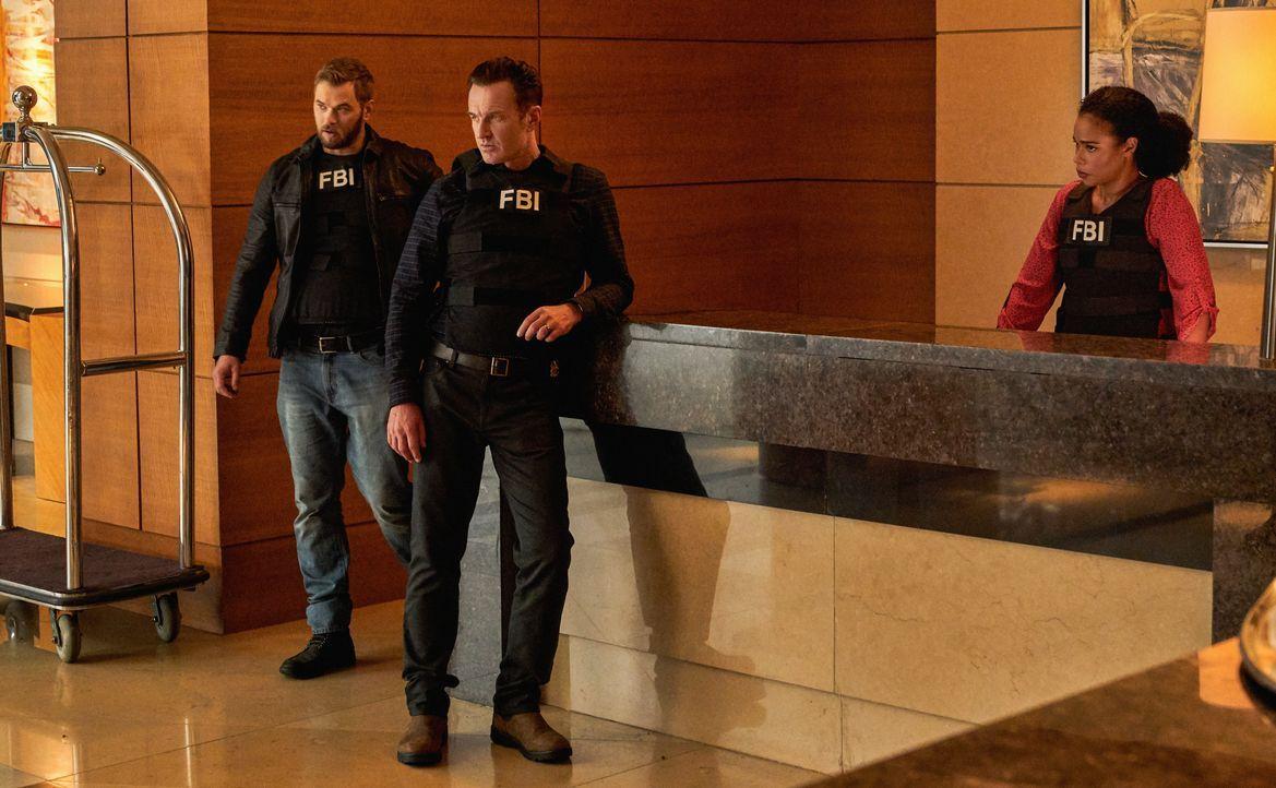 (v.l.n.r.) Kenny Crosby (Kellan Lutz); Jess LaCroix (Julian McMahon); Sheryll Barnes (Roxy Sternberg) - Bildquelle: Mark Schafer 2020 CBS Broadcasting Inc. All Rights Reserved. / Mark Schafer