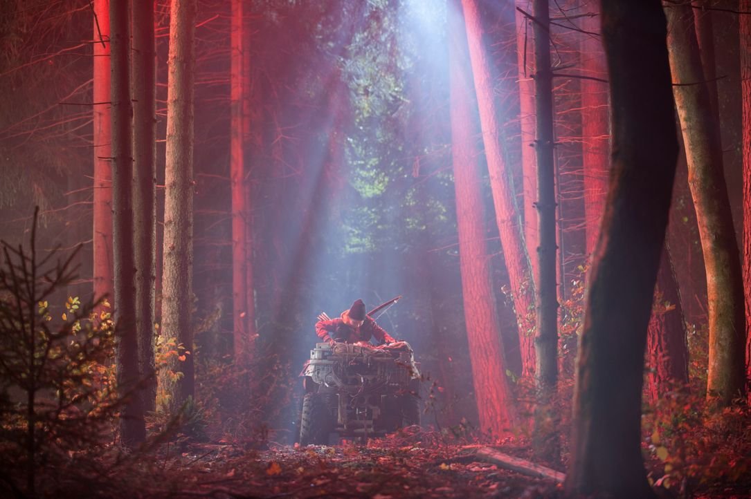 Als der Junge Oskari (Onni Tommila) zum Beweis für seine Männlichkeit, getreu eines Rituals seines Dorfes, eine Nacht nur mit Pfeil und Bogen allein... - Bildquelle: 2017 Elite Film AG