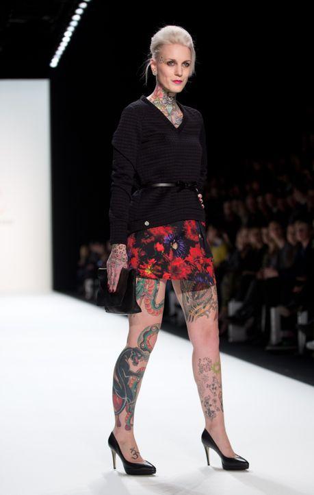 Tattoo-Model Lexy Hell2_dpa - Bildquelle: dpa