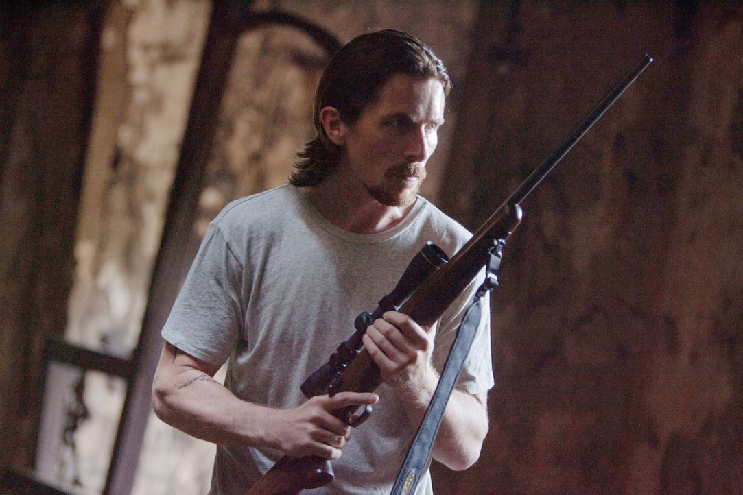 Geht auf einen gnadenlosen Rachefeldzug: Russell Baze (Christian Bale) will den Mörder seines Bruders zur Strecke bringen ... - Bildquelle: Kerry Hayes 2012 Relativity Media