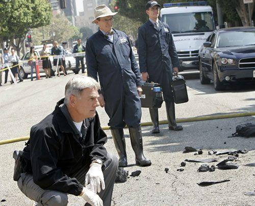Gibbs, Ducky und Jimmy untersuchen den Tatort nach Spuren ... - Bildquelle: CBS