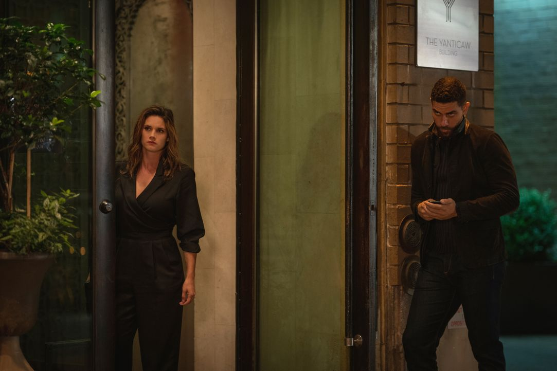 Special Agent Maggie Bell (Missy Peregrym, l.); Special Agent Omar Adom 'OA' Zidan (Zeeko Zaki, r.) - Bildquelle: Michael Parmelee 2019 CBS Broadcasting, Inc. All Rights Reserved. / Michael Parmelee