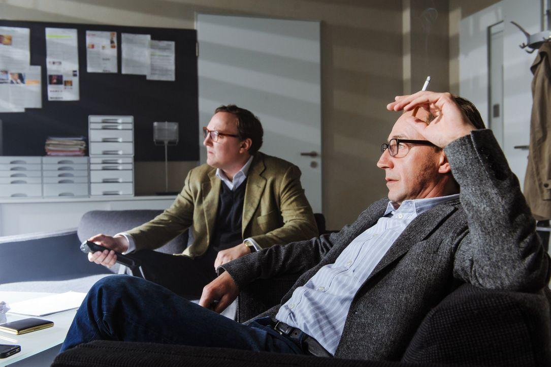 Nach fast drei Jahren Recherche erscheint am 13.Dezember 2011 ein Artikel in der Bild von den beiden Journalisten Martin Heidemanns (Thorsten Merten... - Bildquelle: Stefan Erhard SAT.1