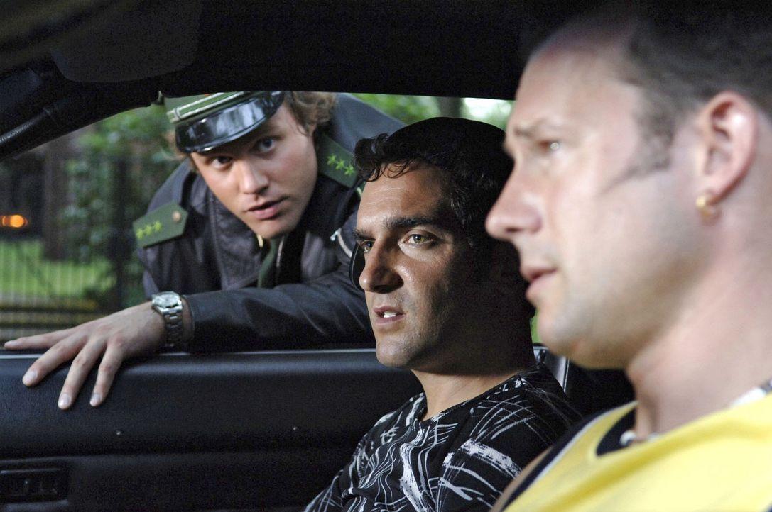 Die Polizei, unser Freund und Helfer. Als ob sie´s nicht schon schwer genug haben, die Kollegen in Grün! Sich nun auch noch mit volltrunkenen Vors... - Bildquelle: Sat.1