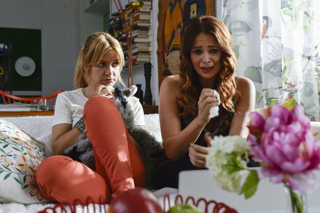 Was ist nur mit Sally (Laura Osswald, r.) und Mila (Susan Sideropoulos, l.) los? - Bildquelle: Claudius Pflug SAT.1