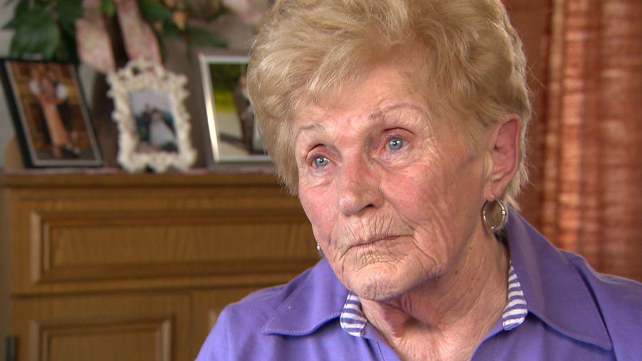 Bittet Julia um Hilfe, denn sie musste vor 55 Jahren auf Drängen ihres Mannes ihre Tochter Anita abgeben: Edeltraud ... - Bildquelle: SAT.1