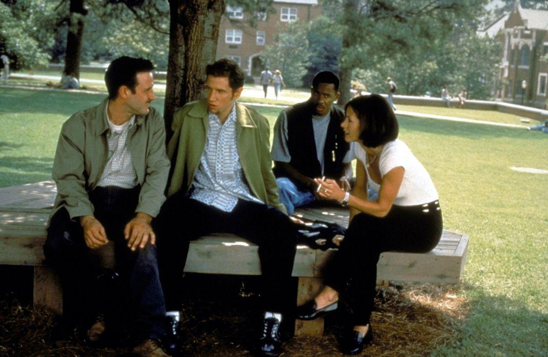 Die bestialischen Ereignisse überschlagen sich, plötzlich ist jeder auch Opfer: Dewey (David Arquette, l.), Randy (Jamie Kennedy, 2.v.l.), Joel (Dua... - Bildquelle: Kinowelt Filmverleih GmbH 1997