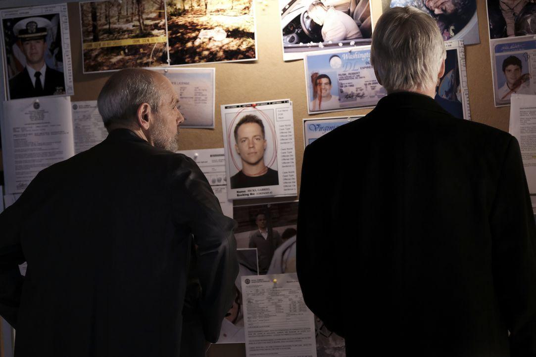 "FBI Special Agent Tobias ""T.C."" Fornell (Joe Spano, l.); Gibbs (Mark Harmon, r.) - Bildquelle: Eddy Chen 2017 CBS Broadcasting, Inc. All Rights Reserved/Eddy Chen"