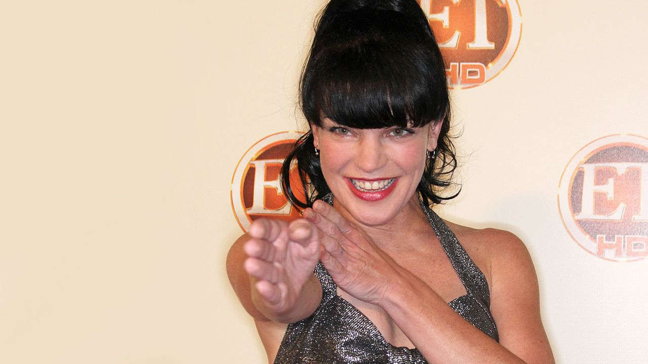 pauly-perrette-10-08-29-kampfpose-getty-AFP - Bildquelle: getty-AFP