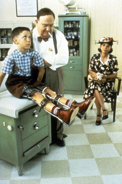Obwohl der kleine Forrest (Michael Conner Humphreys, l.) den Gleichaltrigen sowohl körperlich, als auch geistig unterlegen ist, kann er eine normal... - Bildquelle: Paramount Pictures