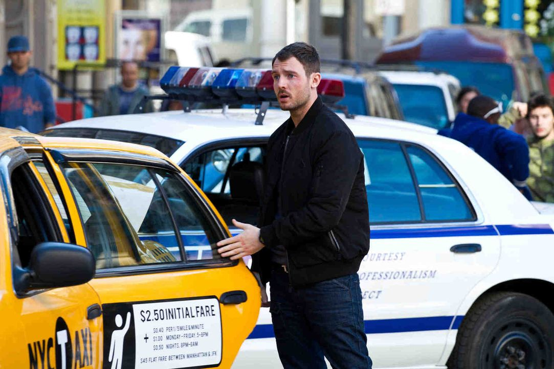 Kann zwei junge Mädchen vor dem sicheren Tod bewahren: Tommy (Richard Flood) ... - Bildquelle: Adriana Yankulova 2013 Tandem Productions GmbH, TF1 Production SAS. All rights reserved.