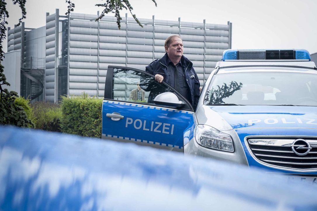 Micks neuer Streifenkollege Udo Bickenberg (Jürgen Tarrach) ist ein richtiger Spießer, der nur noch Dienst nach Vorschrift macht. Eines Tages schika... - Bildquelle: Martin Rottenkolber SAT.1