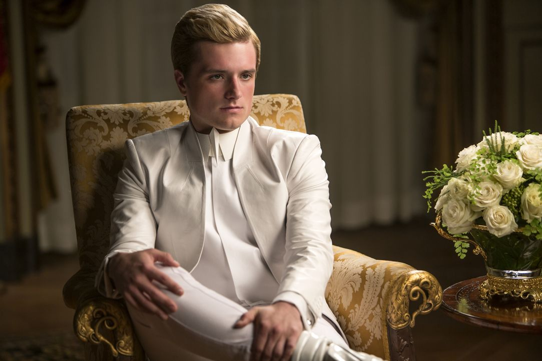 Peeta (Josh Hutcherson) ist in die Fänge des manipulativen Präsidenten Snow geraten. Wird er jetzt tatsächlich seinen eigenen Distrikt verraten? Und... - Bildquelle: Murray Close TM &   2014 Lions Gate Entertainment Inc. All rights reserved.