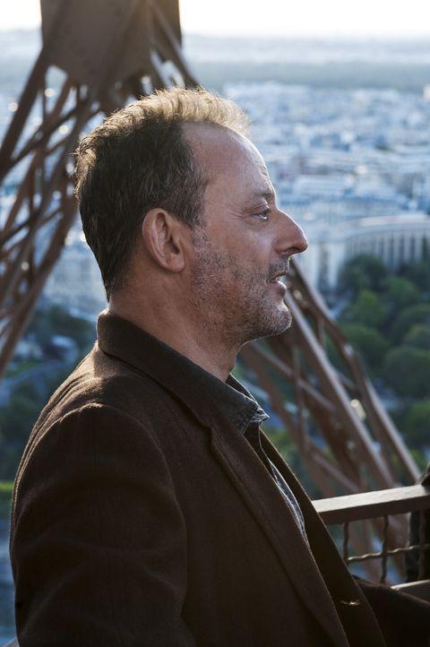 Als das in die Jahre gekommenes Fotomodel auf der Freitreppe des Eiffelturm tot aufgefunden wird, beginnen für Jo Saint-Clair (Jean Reno) die Ermit... - Bildquelle: Stéphanie Dupont Atlantique Productions