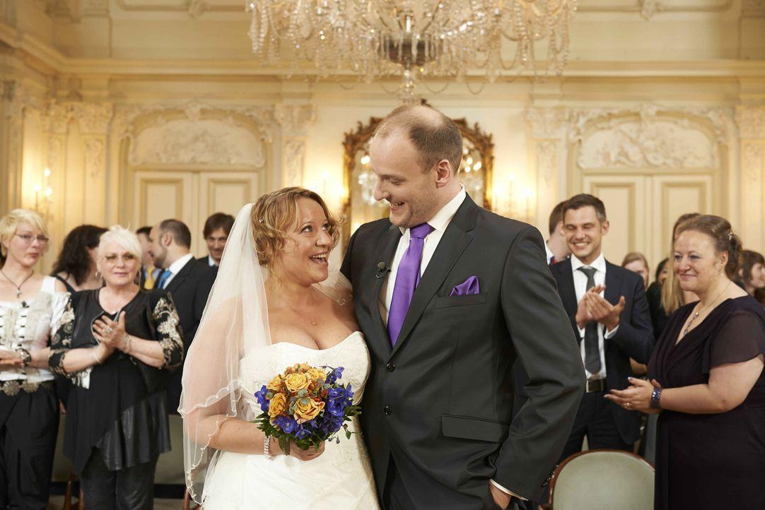 """Hochzeit auf den ersten, Liebe auf den zweiten Blick? SAT.1 besucht die ehemaligen Kandidaten Bea (l.) und Tim (r.) in """"Hochzeit auf den ersten Blic... - Bildquelle: Christoph Kassette SAT.1"""