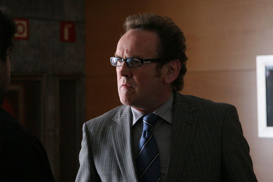 Der zwielichtige Geschäftsführer Trevor Jones (Colm Meaney) versucht alles, um die Werbeagentur-Inhaberin Julia McKay auszutricksen. Doch das ist... - Bildquelle: Sony 2007 CPT Holdings, Inc.  All Rights Reserved.
