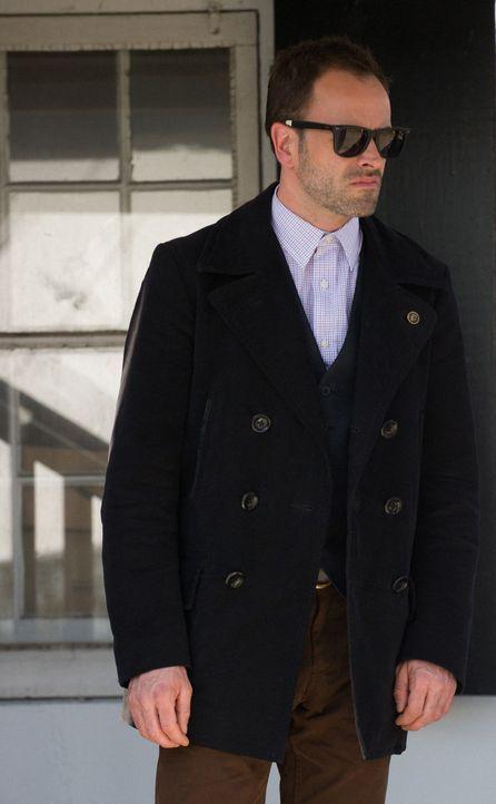 Moriarty spielt Katz und Maus mit ihm: Sherlock Holmes (Jonny Lee Miller) ... - Bildquelle: CBS Television