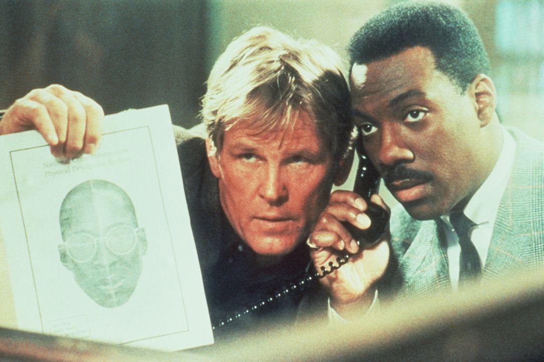 Wieder einmal müssen der weiße Cop Jack Cates (Nick Nolte, l.) und der schwarze Nobel-Gauner Reggie Hammond (Eddie Murphy, r.) für 48 Stunden zus... - Bildquelle: Paramount Pictures